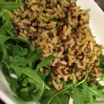 insalata di quinoa  e riso intregrale con pesto di erbe aromatiche fresche